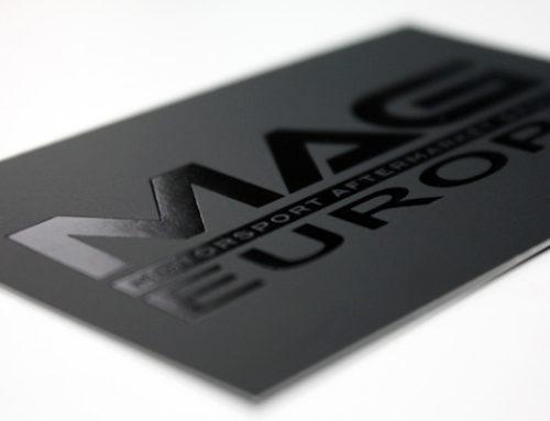 Czarne wizytówki z lakierem UV